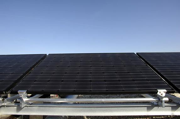 cerny_monokrystalicky_fotovoltaicky_panel_01