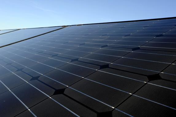 cerny_monokrystalicky_fotovoltaicky_panel_02