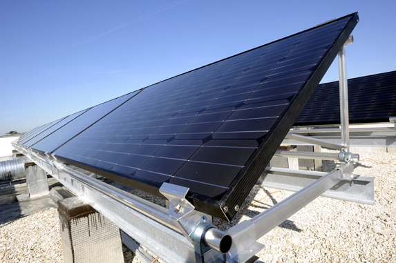 cerny_monokrystalicky_fotovoltaicky_panel_03