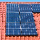 Střešní fotovoltaické elektrárny jsou osvobozeny od daní