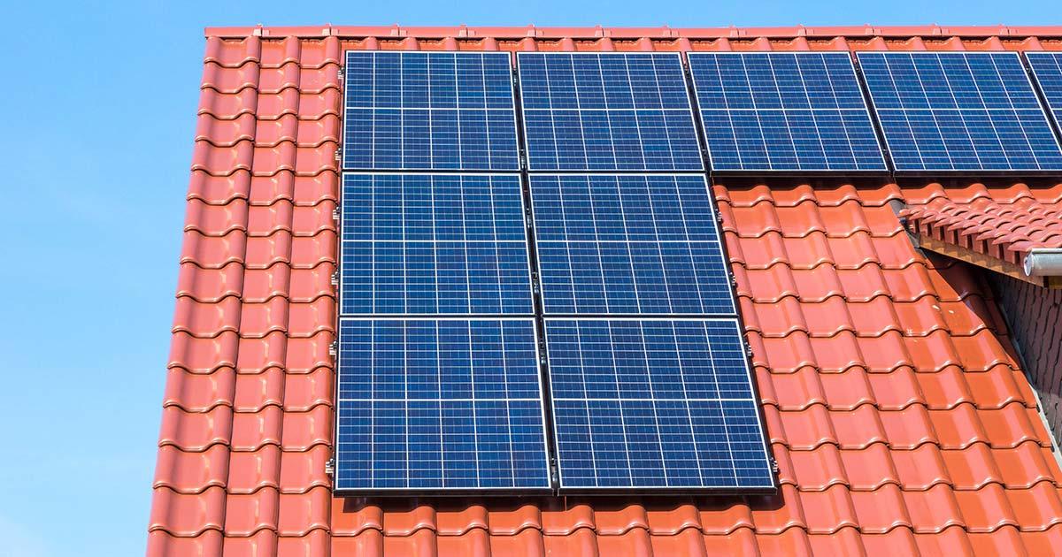 Fotovoltaické elektrárny na rodinných domech jsou osvobozeny od daní